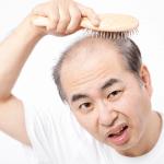 洗髪(シャンプー)・ドライヤーでの抜け毛本数、何本から危険サイン?