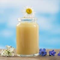 ミツバチからの贈り物…ローヤルゼリーの育毛効果を解説!