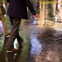 雨が降っている街